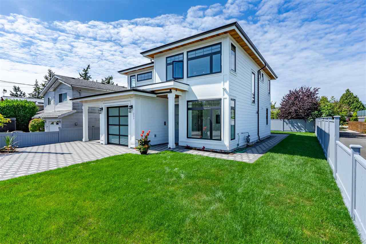 "Main Photo: 253 66A Street in Delta: Boundary Beach House for sale in ""BOUNDARY BAY"" (Tsawwassen)  : MLS®# R2455723"