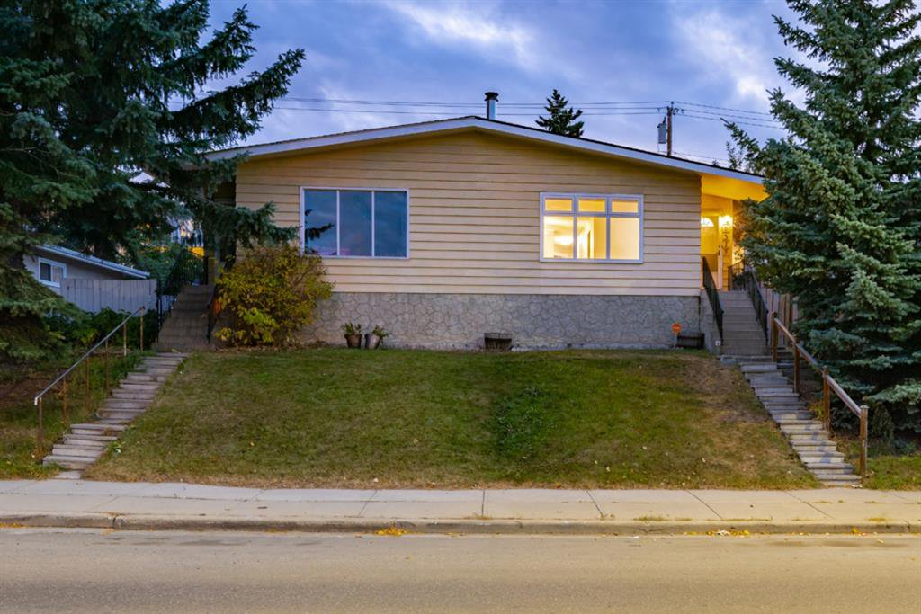 Main Photo: 6315 4 Street NW in Calgary: Thorncliffe Semi Detached for sale : MLS®# A1040867