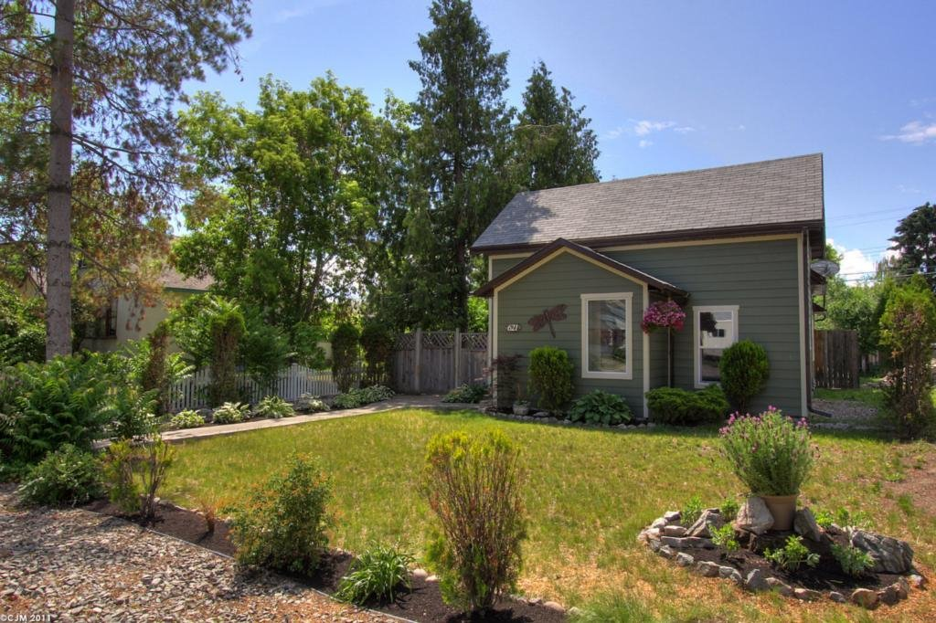 Main Photo: 621 Roanoke Avenue in Kelowna: Other for sale : MLS®# 10030638