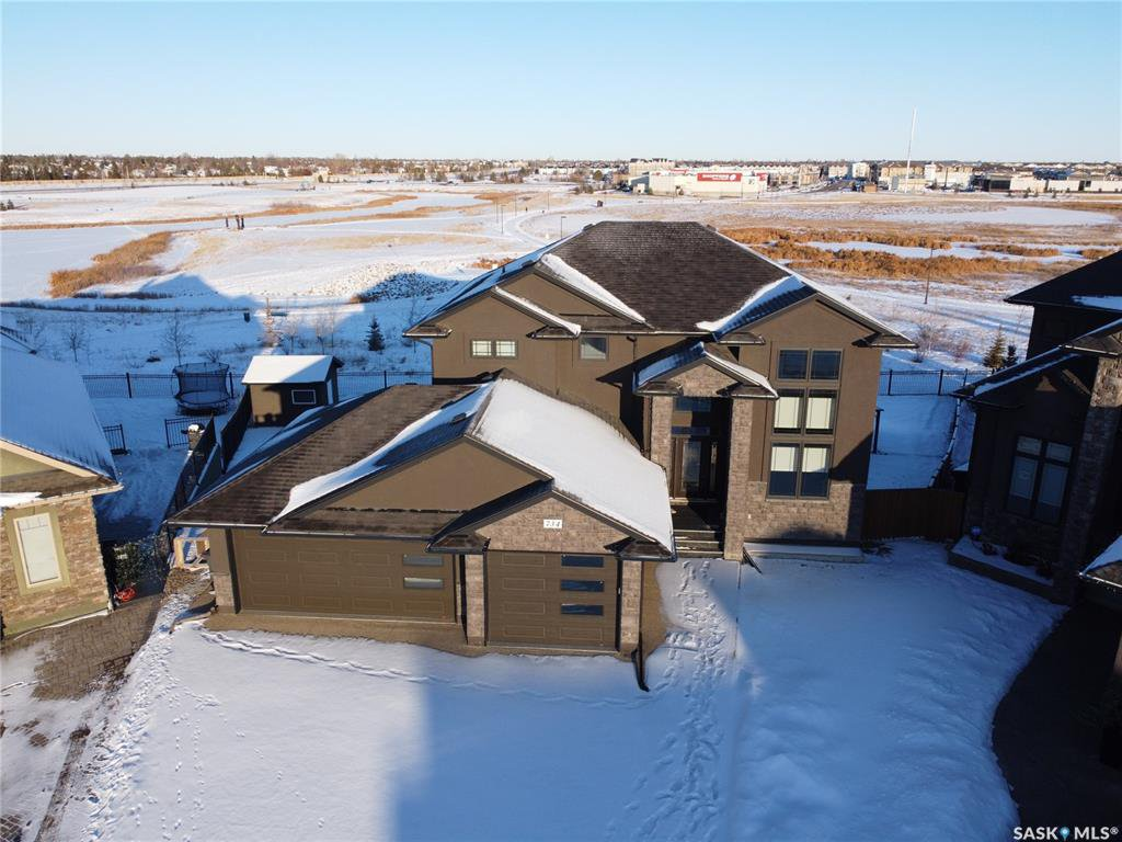 Main Photo: 734 Ledingham Place in Saskatoon: Rosewood Residential for sale : MLS®# SK795761