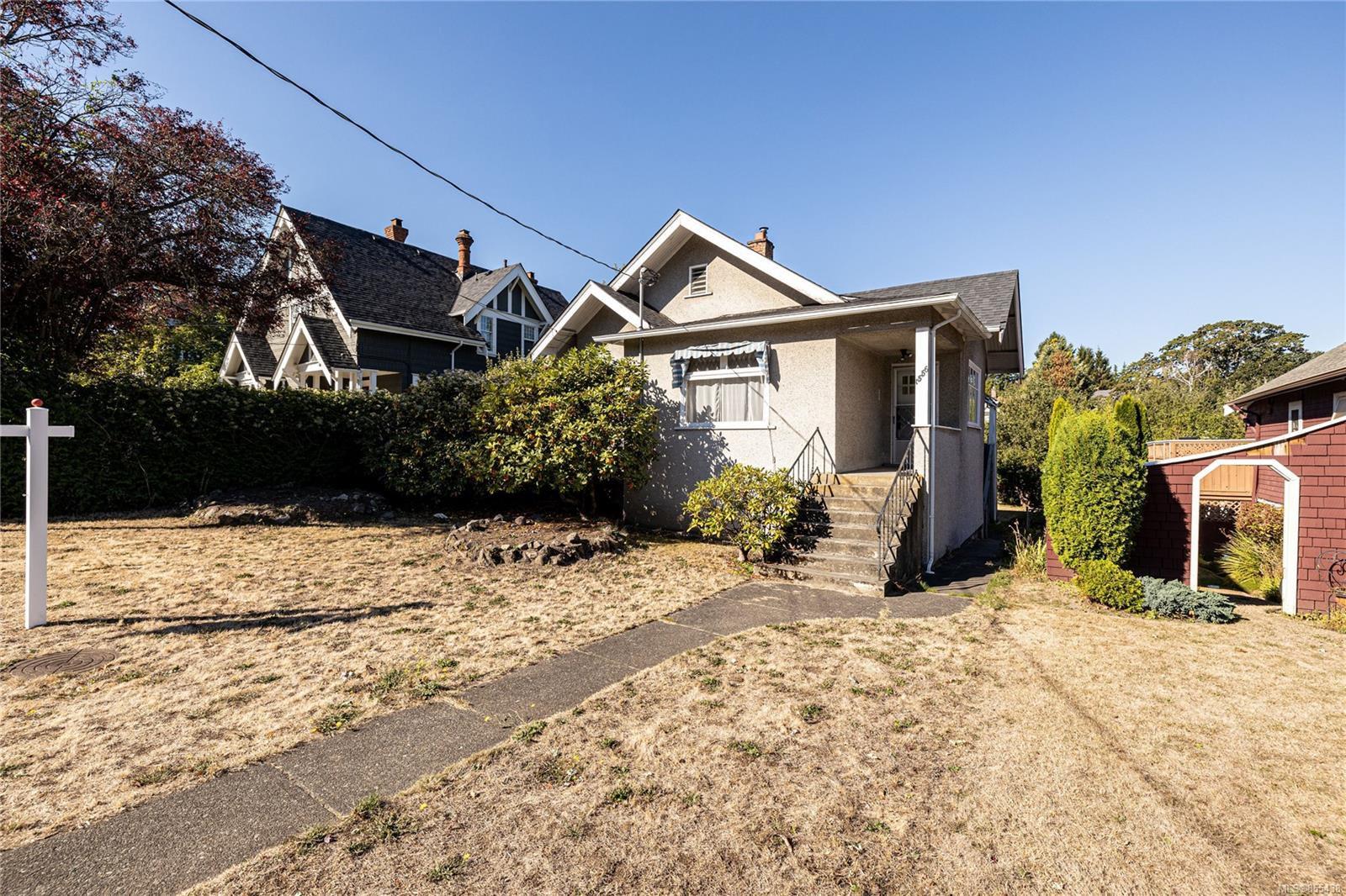 Main Photo: 1556 Monterey Ave in : OB North Oak Bay House for sale (Oak Bay)  : MLS®# 855438
