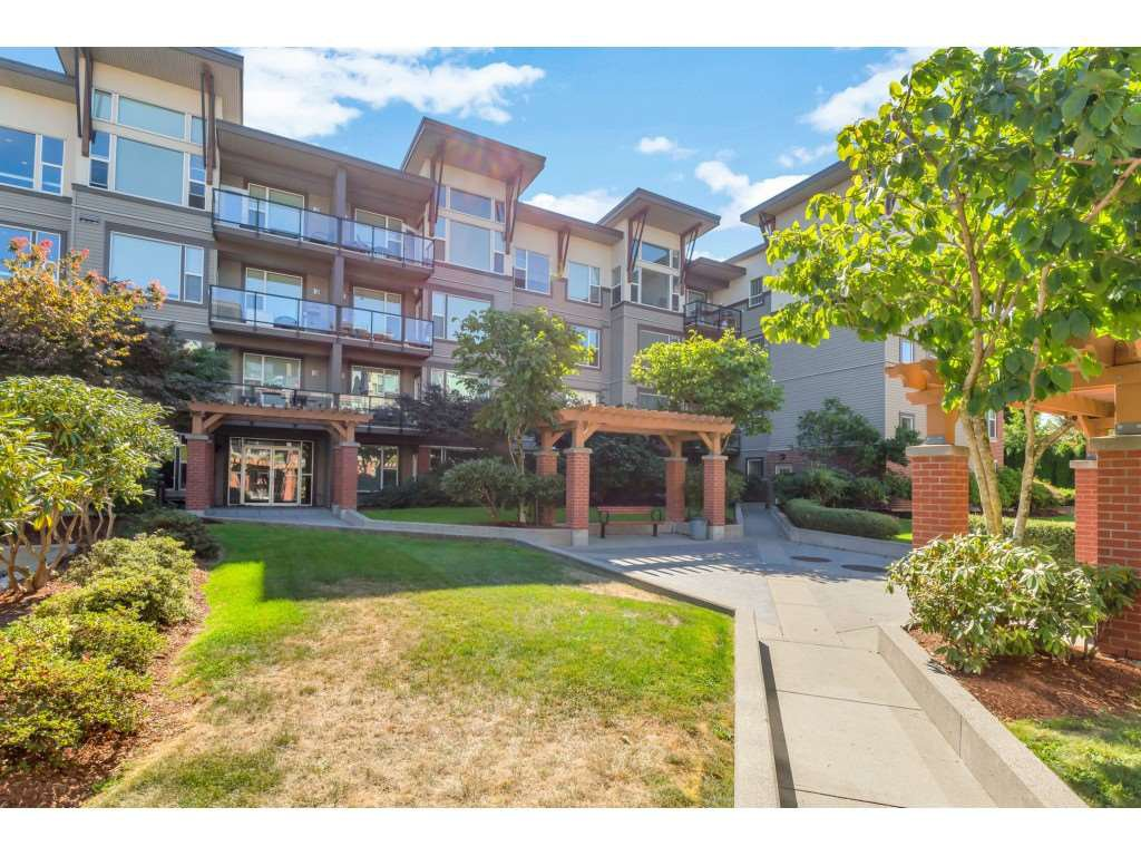 Main Photo: 420 33539 HOLLAND Avenue in Abbotsford: Central Abbotsford Condo for sale : MLS®# R2515308
