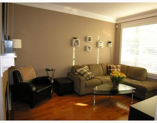 Photo 2: Photos: 253 E 13TH Avenue in Vancouver: Mount Pleasant VE Townhouse for sale (Vancouver East)  : MLS®# V676746
