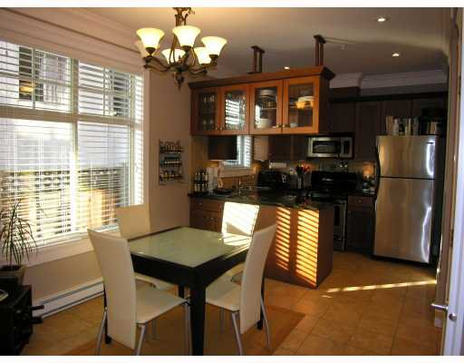 Photo 3: Photos: 253 E 13TH Avenue in Vancouver: Mount Pleasant VE Townhouse for sale (Vancouver East)  : MLS®# V676746