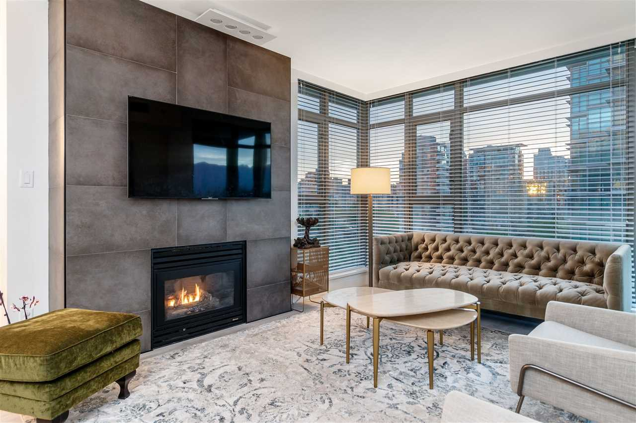 Main Photo: 702 1680 BAYSHORE Drive in Vancouver: Coal Harbour Condo for sale (Vancouver West)  : MLS®# R2459175