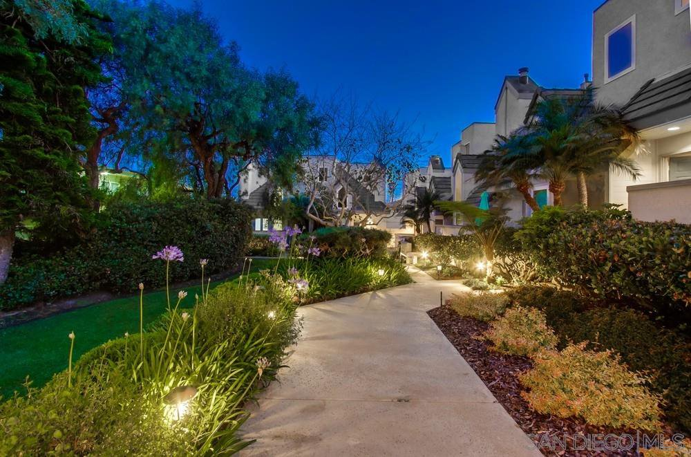 Main Photo: OCEAN BEACH Townhome for sale : 2 bedrooms : 4863 Orchard Ave in San Diego