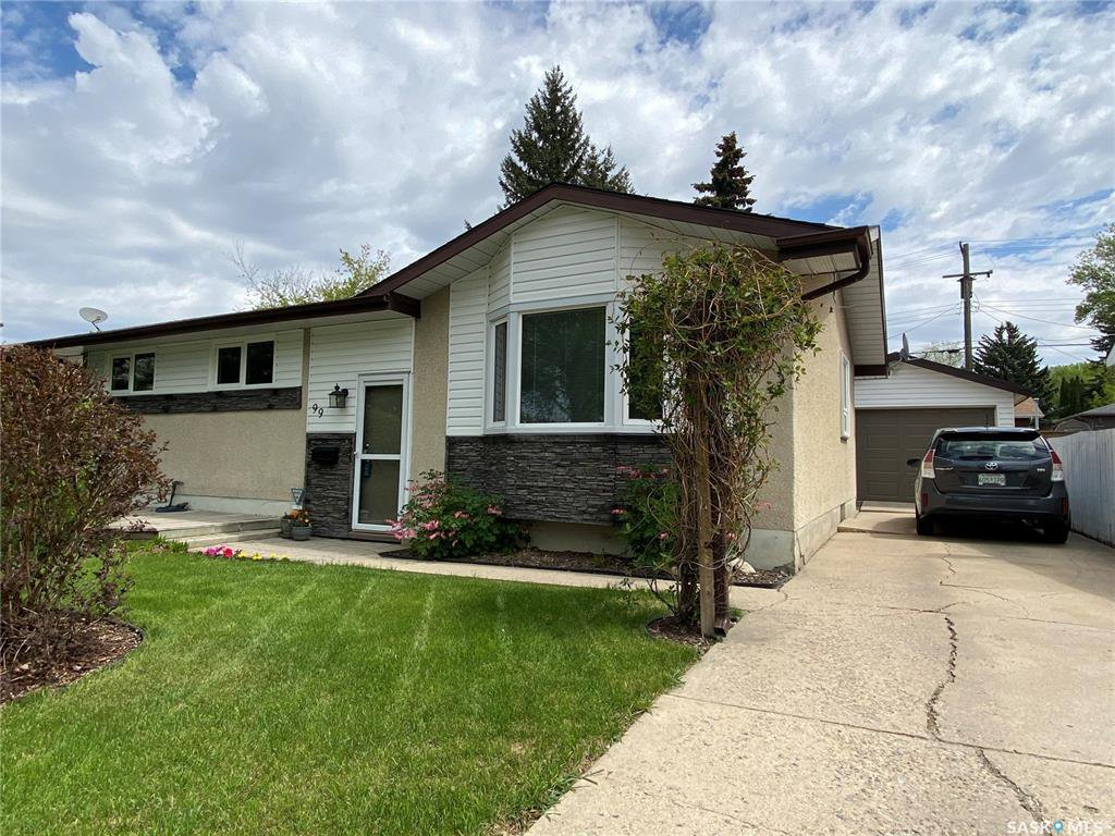 Main Photo: 99 Spinks Drive in Saskatoon: West College Park Residential for sale : MLS®# SK828106