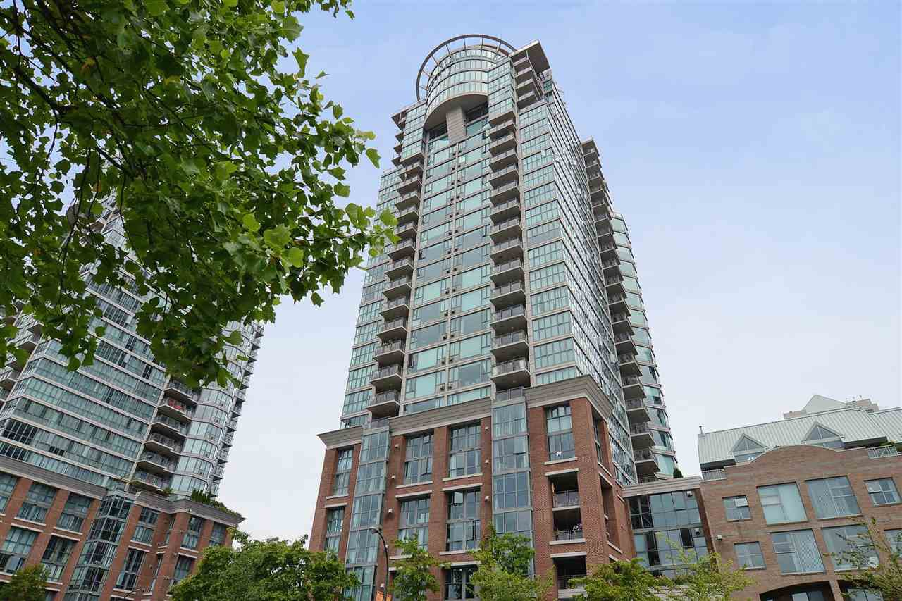 "Main Photo: 1606 1128 QUEBEC Street in Vancouver: Downtown VE Condo for sale in ""National"" (Vancouver East)  : MLS®# R2401900"