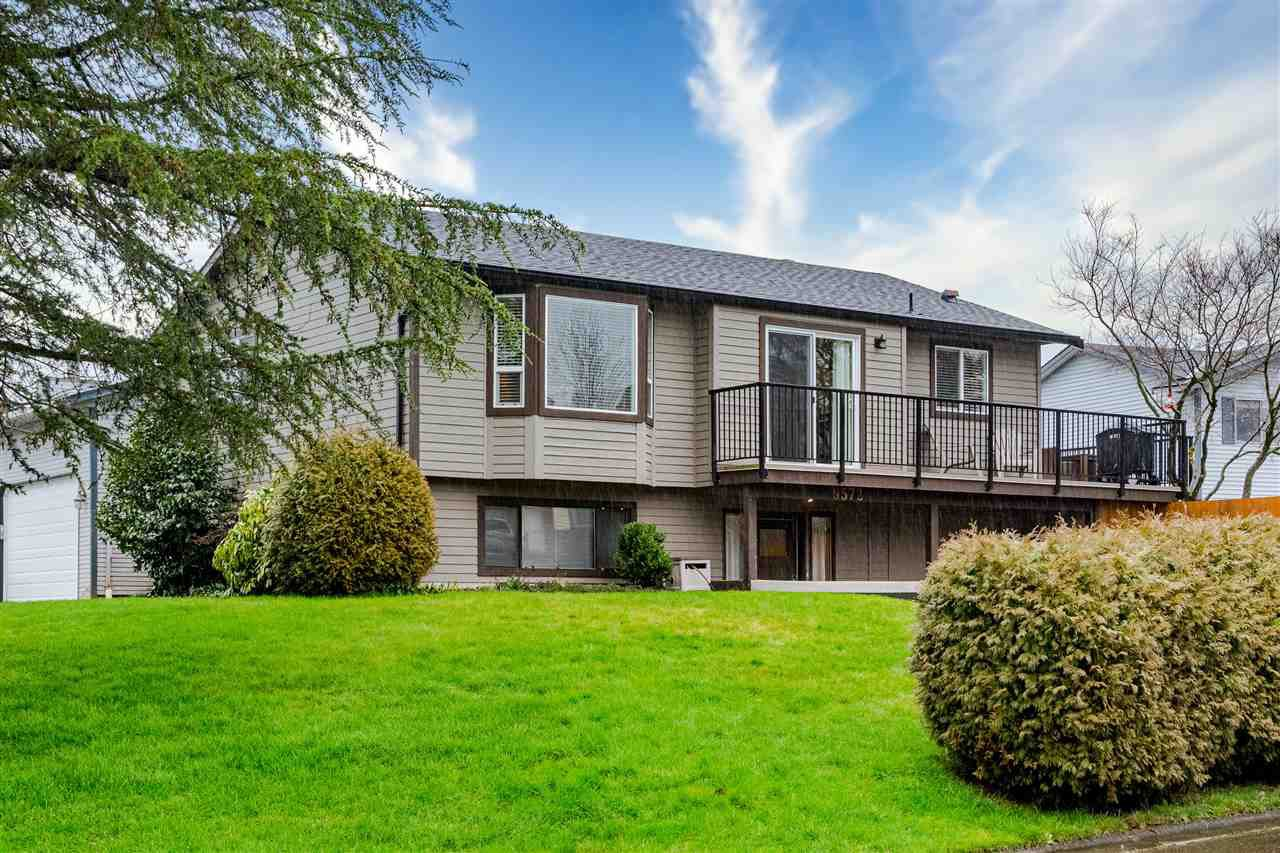 Main Photo: 9572 212A Street in Langley: Walnut Grove House for sale : MLS®# R2457075
