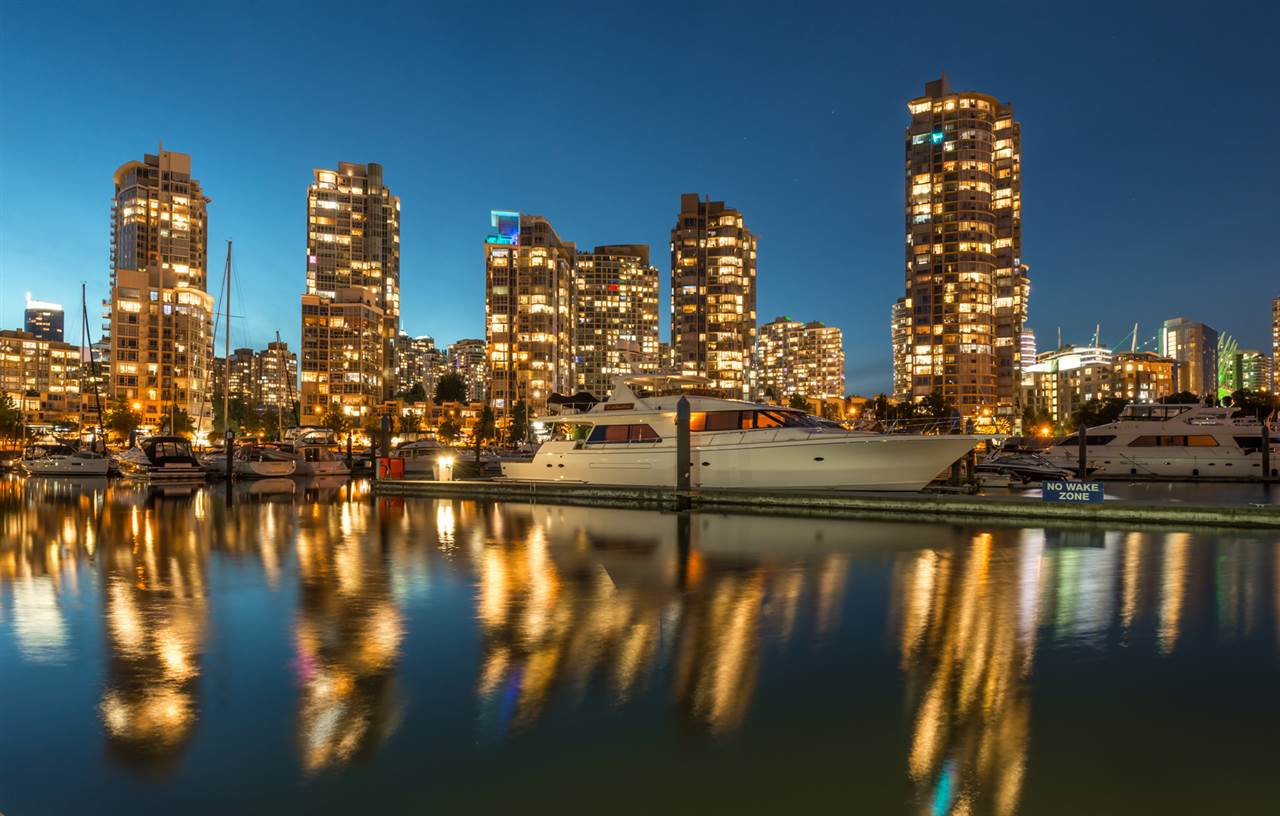 """Main Photo: 1908 1033 MARINASIDE Crescent in Vancouver: Yaletown Condo for sale in """"QUAYWEST"""" (Vancouver West)  : MLS®# R2467788"""