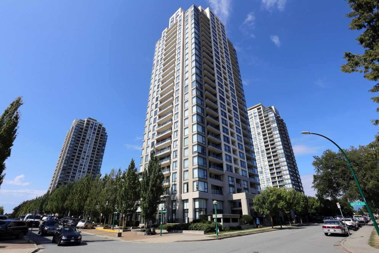 "Main Photo: 306 7063 HALL Avenue in Burnaby: Highgate Condo for sale in ""THE EMERSON"" (Burnaby South)  : MLS®# R2477716"