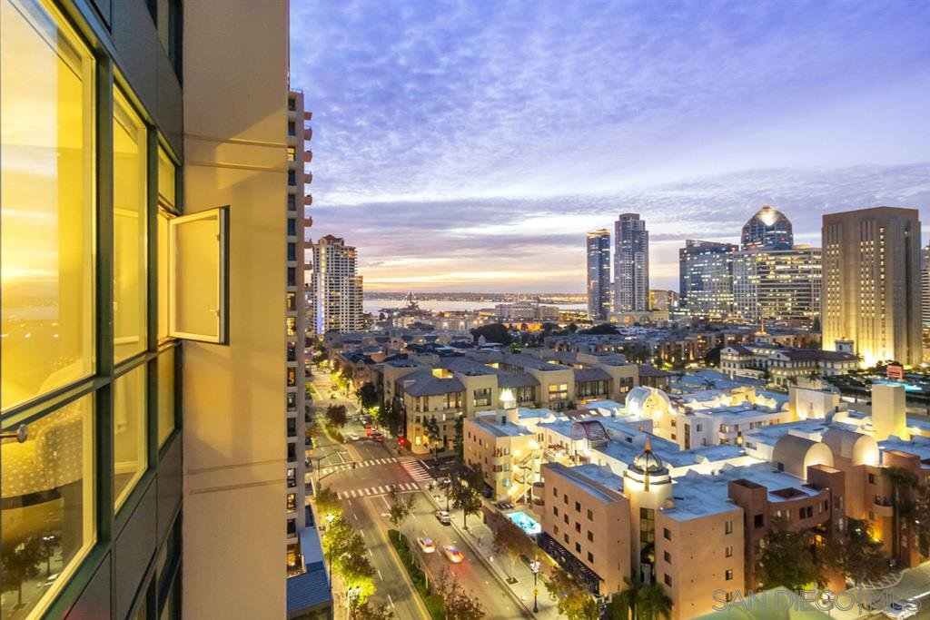 Main Photo: DOWNTOWN Condo for sale : 2 bedrooms : 555 Front Street #1501 in San Diego