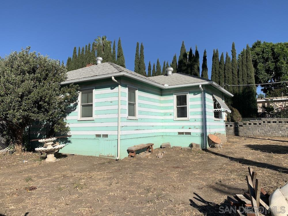 Main Photo: LEMON GROVE House for sale : 2 bedrooms : 8380 Lincoln St