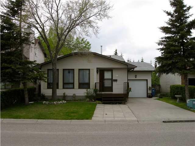 Main Photo: 120 HAWKWOOD WY NW in CALGARY: Hawkwood Residential Detached Single Family for sale (Calgary)  : MLS®# C3477653
