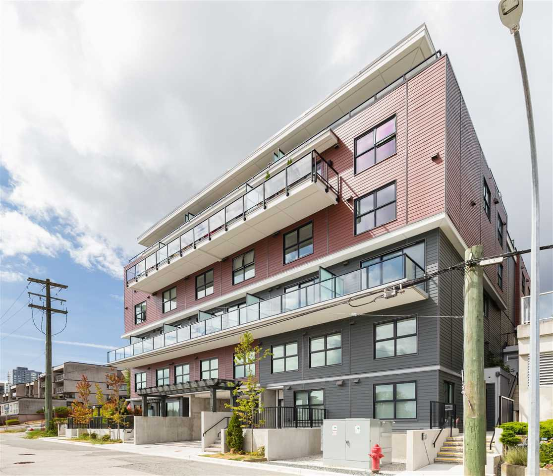 """Main Photo: 508 218 CARNARVON Street in New Westminster: Downtown NW Condo for sale in """"Irving Living"""" : MLS®# R2475825"""