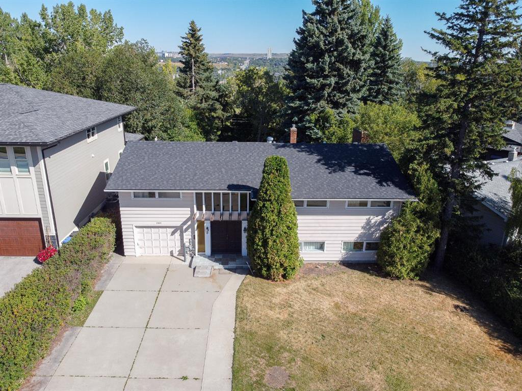 Main Photo: 2444 SOVEREIGN Crescent SW in Calgary: Scarboro/Sunalta West Detached for sale : MLS®# A1027099