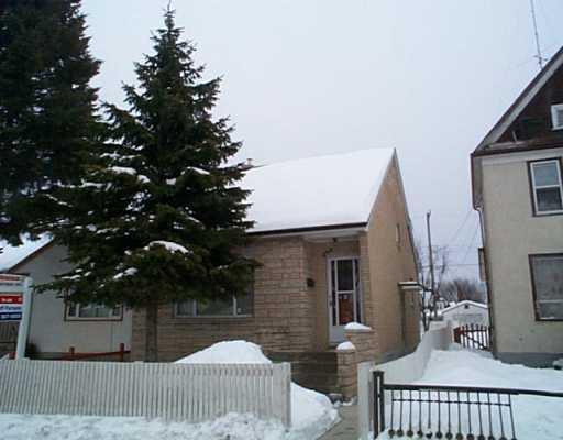 Main Photo: 842 SELKIRK Avenue in Winnipeg: North End Single Family Detached for sale (North West Winnipeg)  : MLS®# 2602742