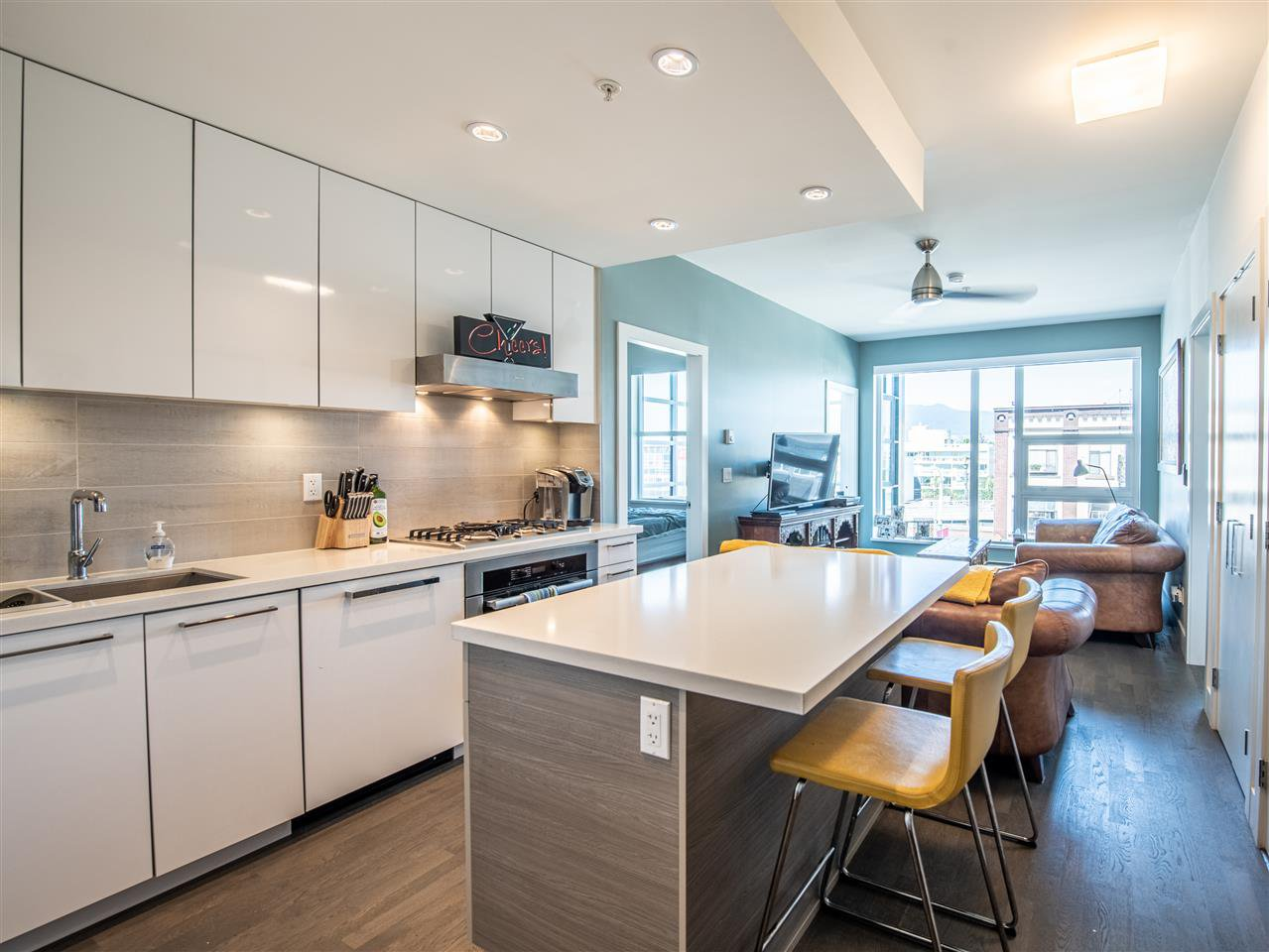 "Main Photo: 301 1628 W 4TH Avenue in Vancouver: False Creek Condo for sale in ""RADIUS"" (Vancouver West)  : MLS®# R2391036"