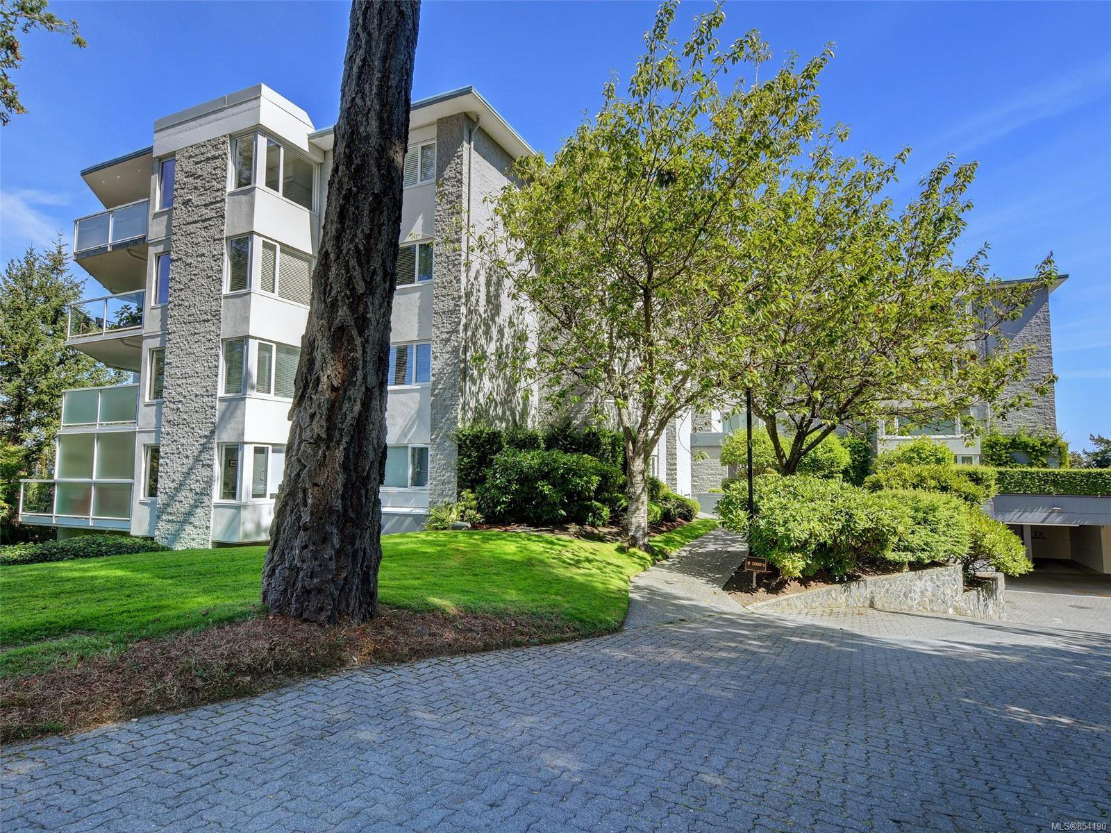 Main Photo: 2303 2829 Arbutus Rd in : SE Ten Mile Point Condo Apartment for sale (Saanich East)  : MLS®# 854190