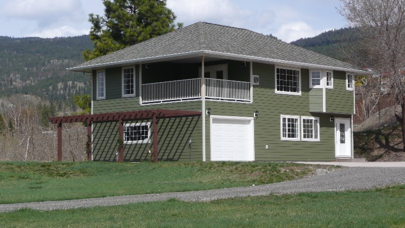 Main Photo: 1120 ROUNDS ROAD in Naramata: NA Naramata Rural Residential Detached for sale (NARAMATA)  : MLS®# 43717