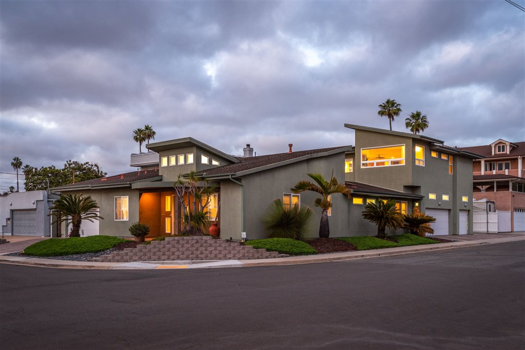 Main Photo: CLAIREMONT House for sale : 4 bedrooms : 2605 Fairfield St in San Diego