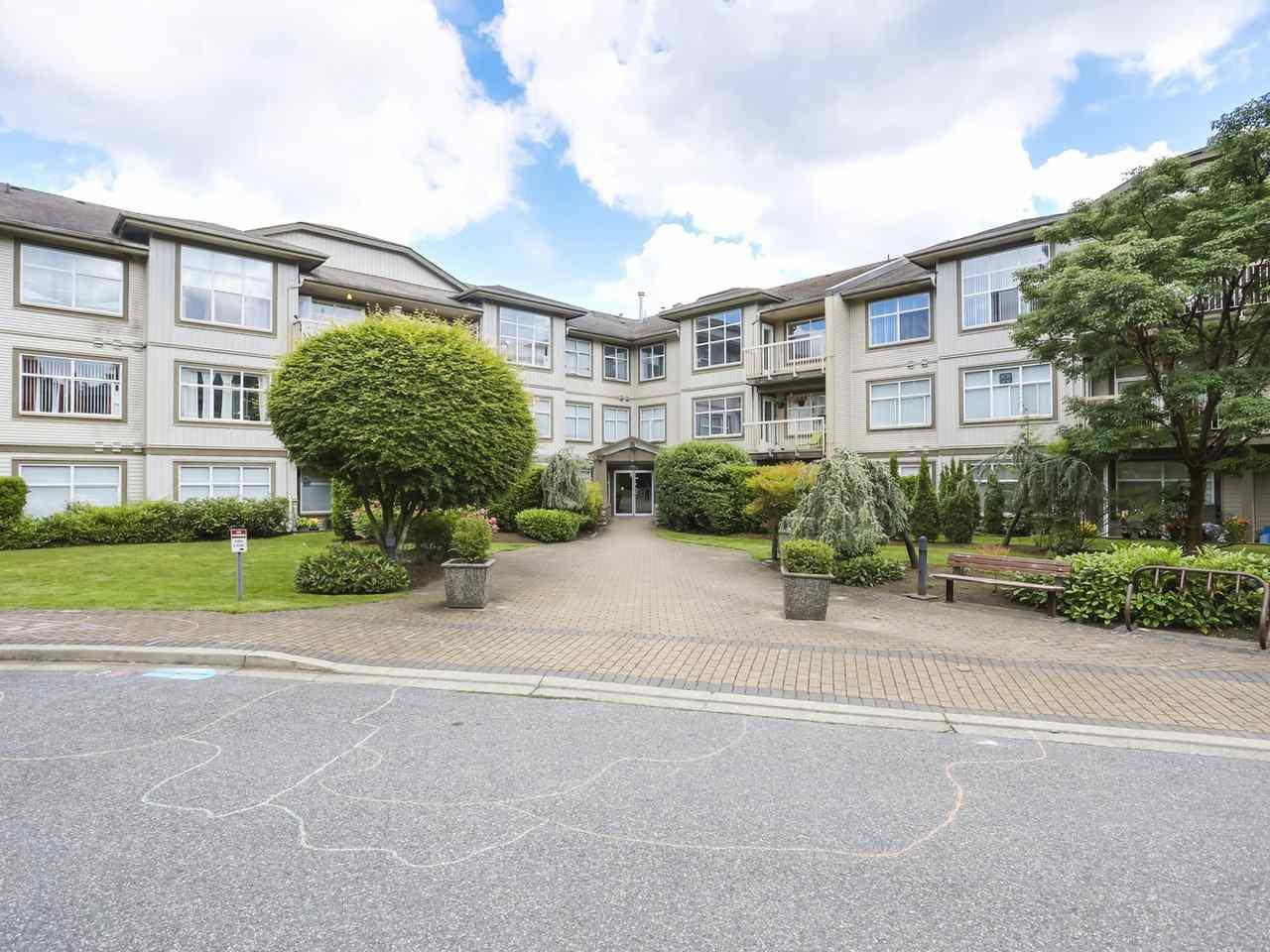 """Main Photo: 118 14885 105 Avenue in Surrey: Guildford Condo for sale in """"REVIVA"""" (North Surrey)  : MLS®# R2462189"""