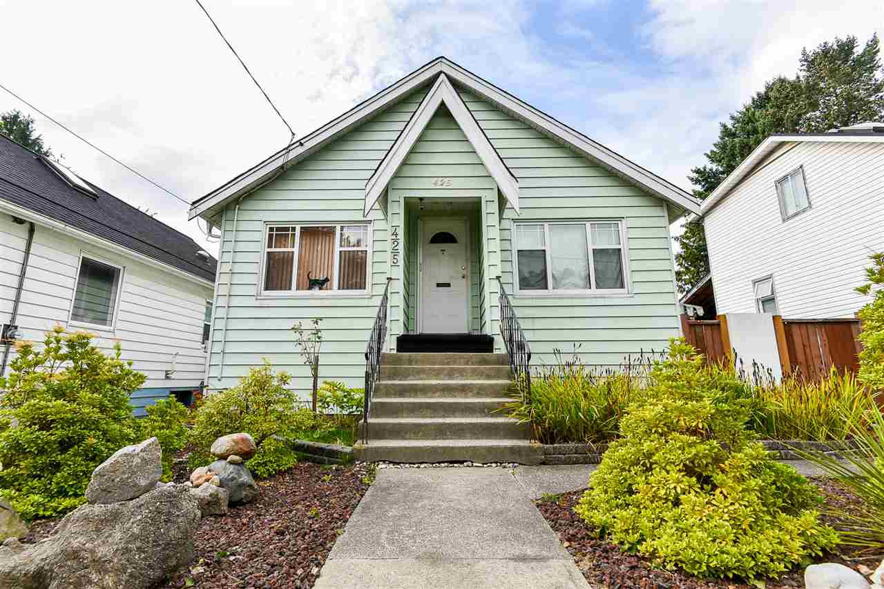 Main Photo: 425 FADER Street in New Westminster: Sapperton House for sale : MLS®# R2508564