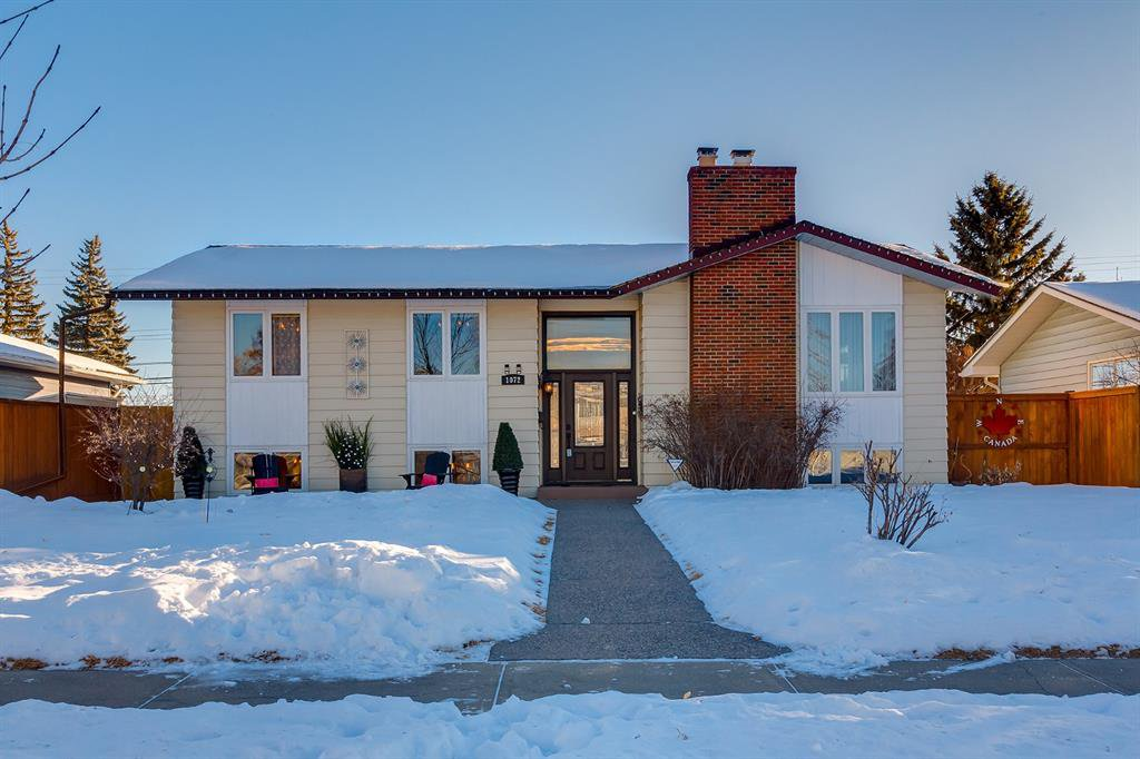 Main Photo: 1072 Acadia Drive SE in Calgary: Lake Bonavista Detached for sale : MLS®# A1058611
