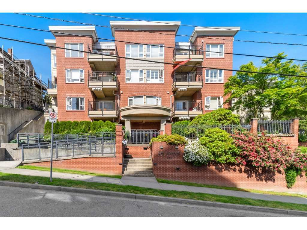 Main Photo: 403 221 ELEVENTH STREET in New Westminster: Uptown NW Condo for sale : MLS®# R2459580