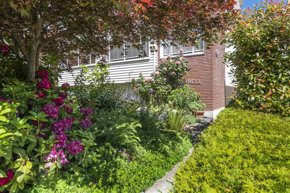 Main Photo: 2 2255 W 40TH AVENUE in Vancouver: Kerrisdale Condo for sale (Vancouver West)  : MLS®# R2458410