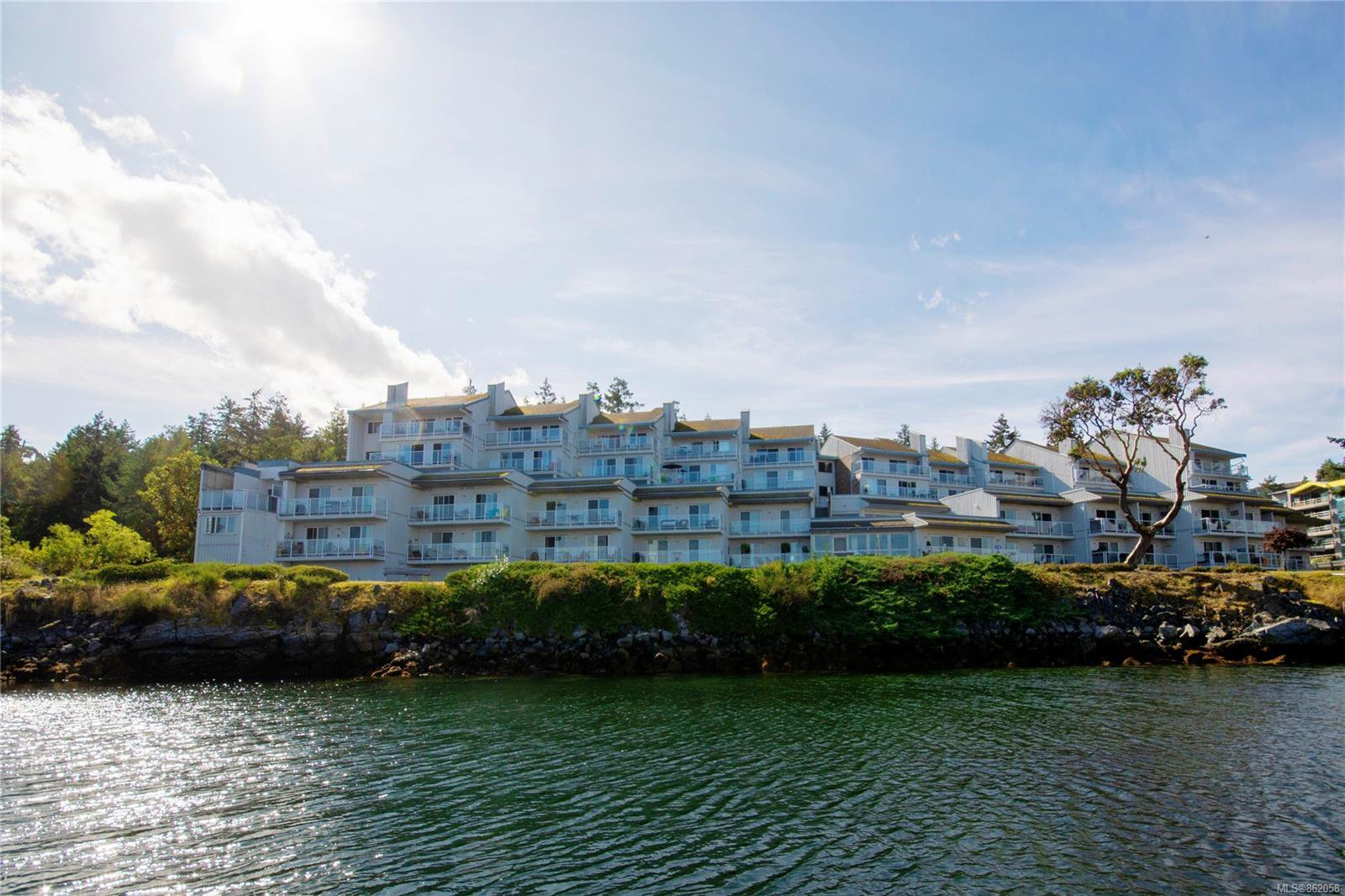 Main Photo: 108 3555 Outrigger Rd in : PQ Nanoose Condo for sale (Parksville/Qualicum)  : MLS®# 862058