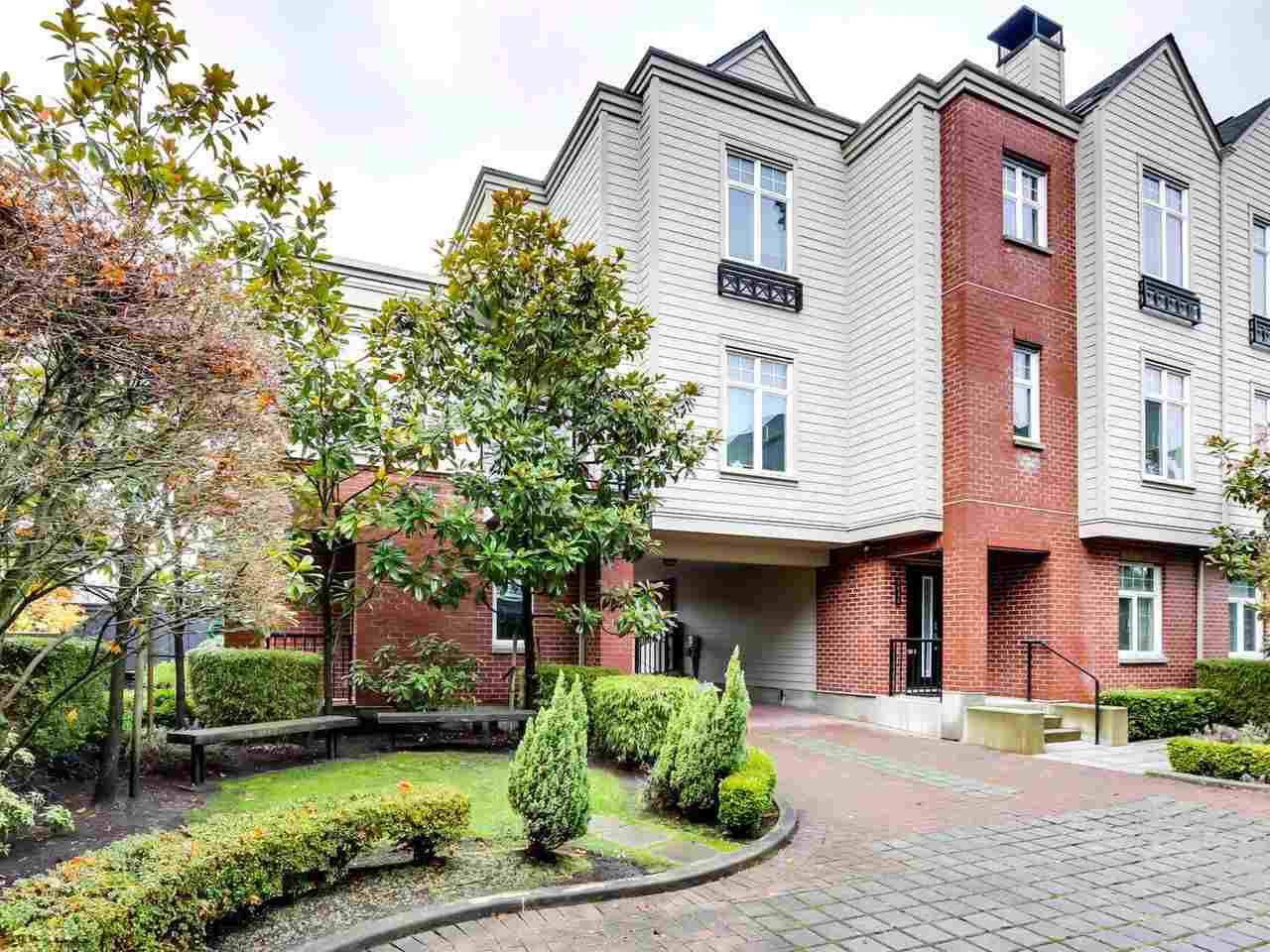 "Main Photo: 5439 WILLOW Street in Vancouver: Cambie Townhouse for sale in ""AURA AT OAKRIDGE"" (Vancouver West)  : MLS®# R2527541"