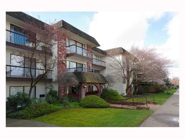 Main Photo: 311 2040 E Cornwall in : Kitsilano Condo for sale (Vancouver West)  : MLS®# V816954