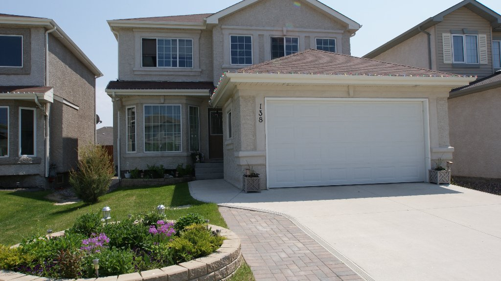 Main Photo: 138 Wisteria Way in Winnipeg: West Kildonan / Garden City Residential for sale (North West Winnipeg)  : MLS®# 1111101