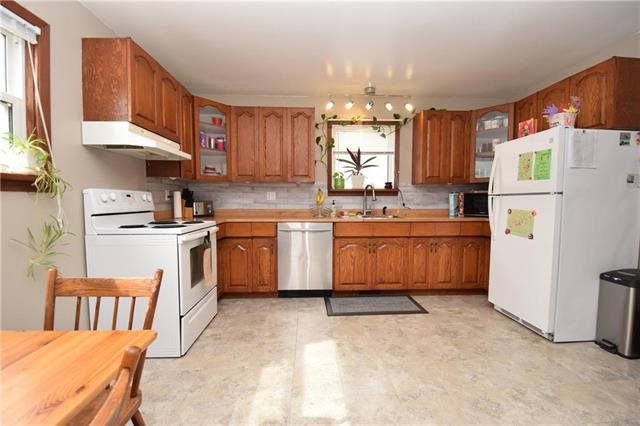 Photo 5: Photos: 378 Semple Avenue in Winnipeg: West Kildonan Residential for sale (4D)  : MLS®# 1925854