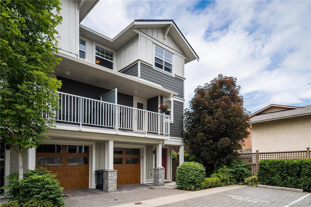 Main Photo: 10 3356 Whittier Ave in Saanich: SW Rudd Park Row/Townhouse for sale (Saanich West)  : MLS®# 841437