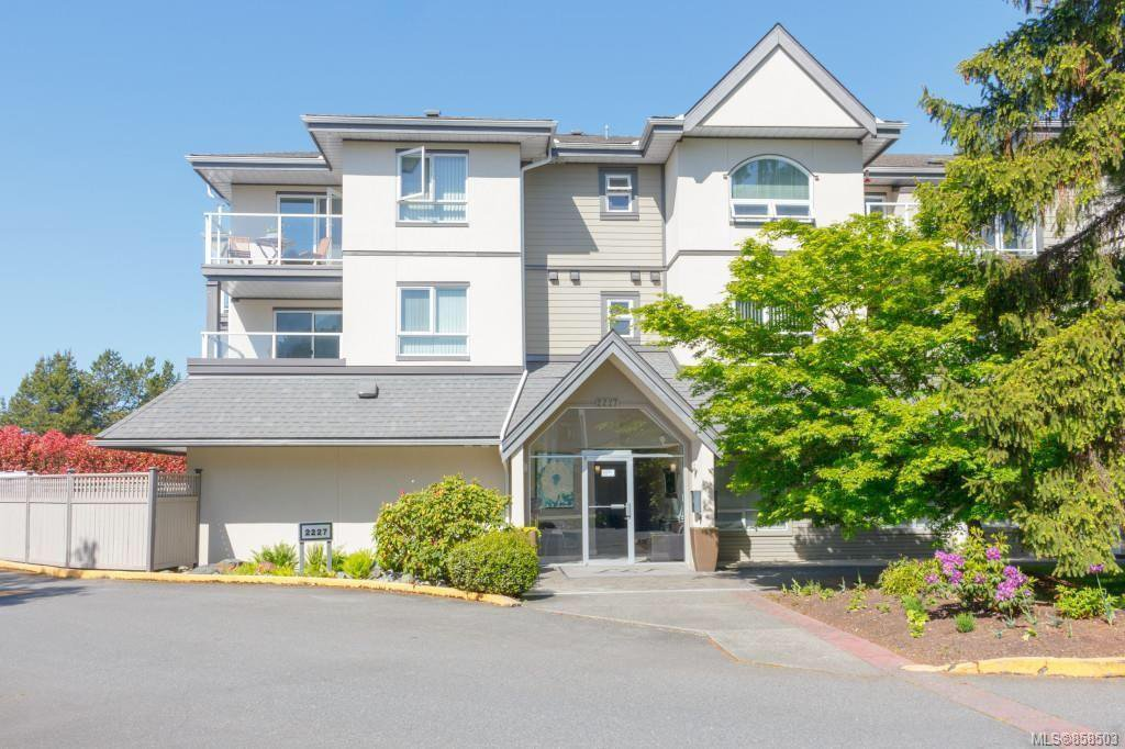 Main Photo: 303 2227 James White Blvd in : Si Sidney South-West Condo for sale (Sidney)  : MLS®# 858503