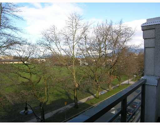 "Photo 2: Photos: 2788 VINE Street in Vancouver: Kitsilano Condo for sale in ""MOZAEIK"" (Vancouver West)  : MLS®# V635724"