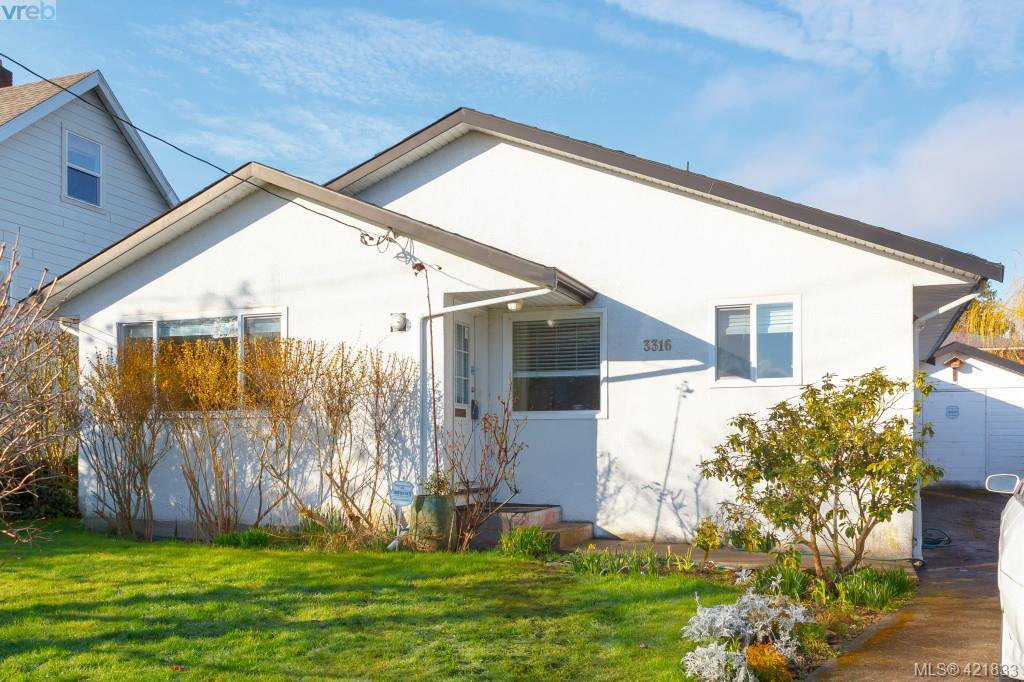 Main Photo: 3316 Whittier Ave in VICTORIA: SW Rudd Park House for sale (Saanich West)  : MLS®# 834896