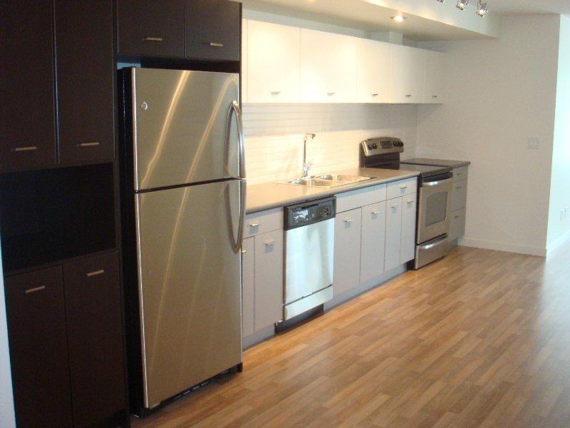 Main Photo: 209 547 Yates Road in Kelowna: Apartment Unit for sale (North Glenmore)  : MLS®# 9205551