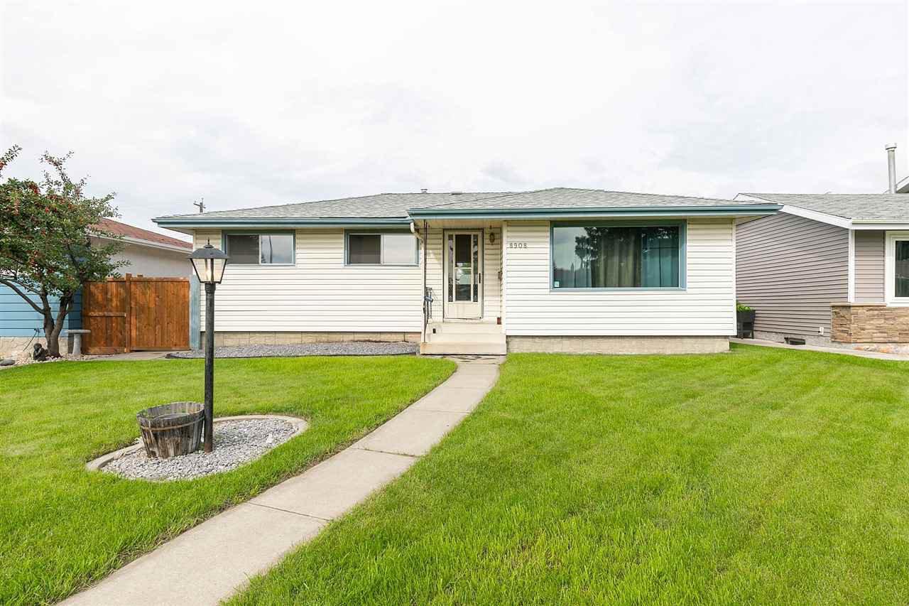 Main Photo: 8908 162 Street in Edmonton: Zone 22 House for sale : MLS®# E4168754