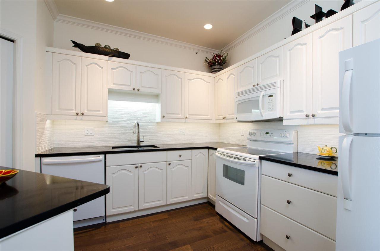 "Photo 9: Photos: 306 1153 54A Street in Delta: Tsawwassen Central Condo for sale in ""HERON PLACE"" (Tsawwassen)  : MLS®# R2451113"