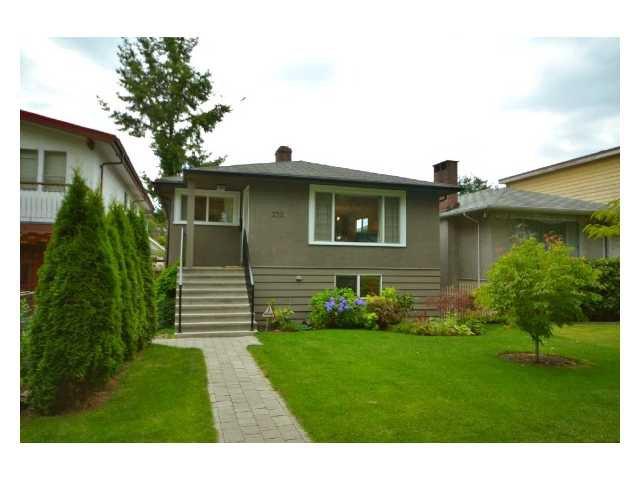 "Main Photo: 2224 E 8TH AV in Vancouver: Grandview VE House for sale in ""THE DRIVE"" (Vancouver East)  : MLS®# V905286"