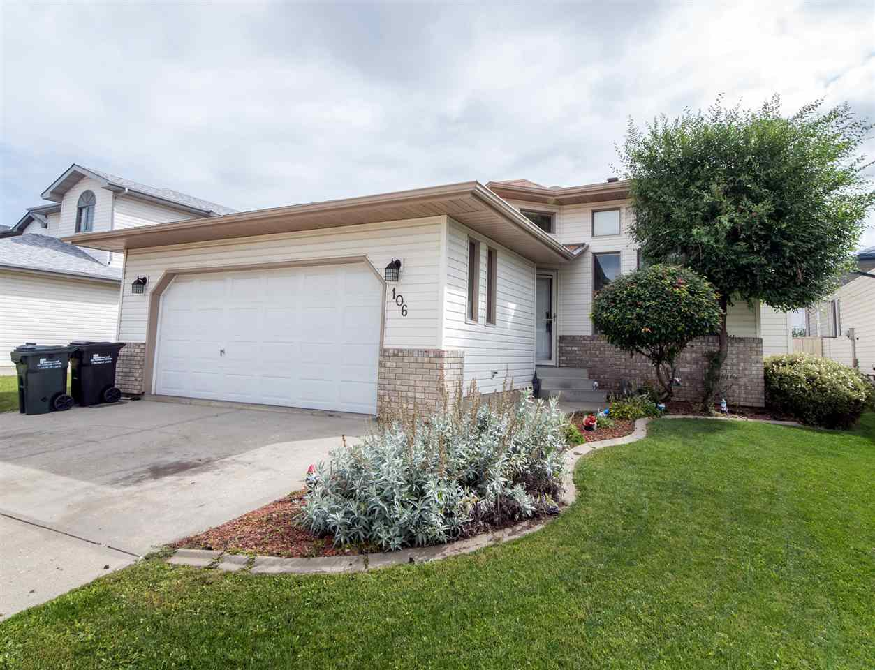 Main Photo: 106 CATALINA Drive: Sherwood Park House for sale : MLS®# E4169214