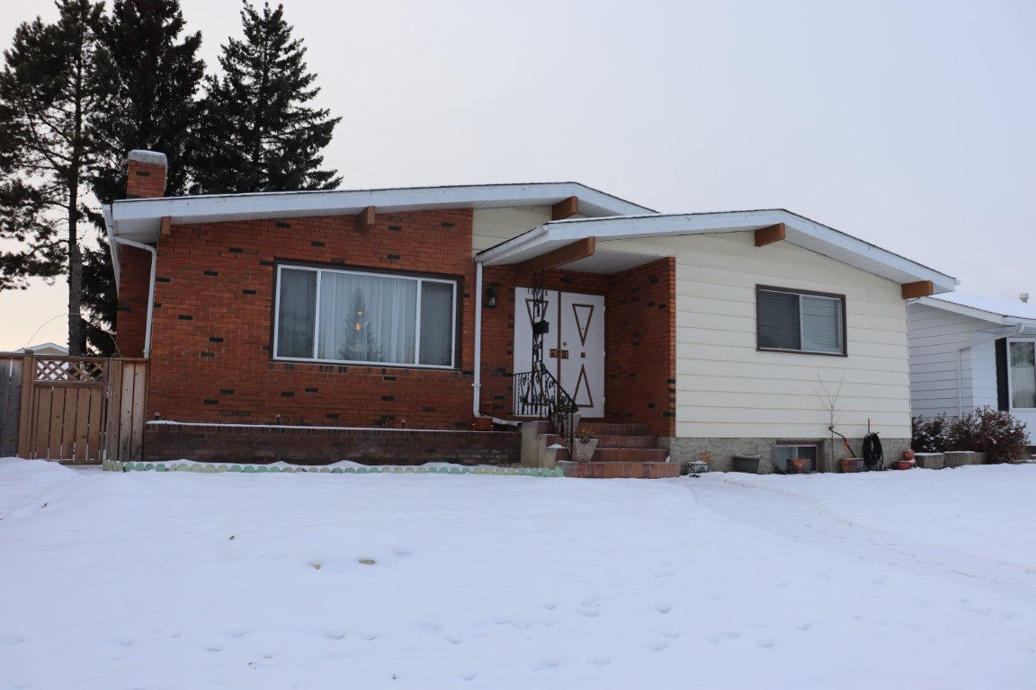 Main Photo: 16508 106 Street in Edmonton: Zone 27 House for sale : MLS®# E4181996