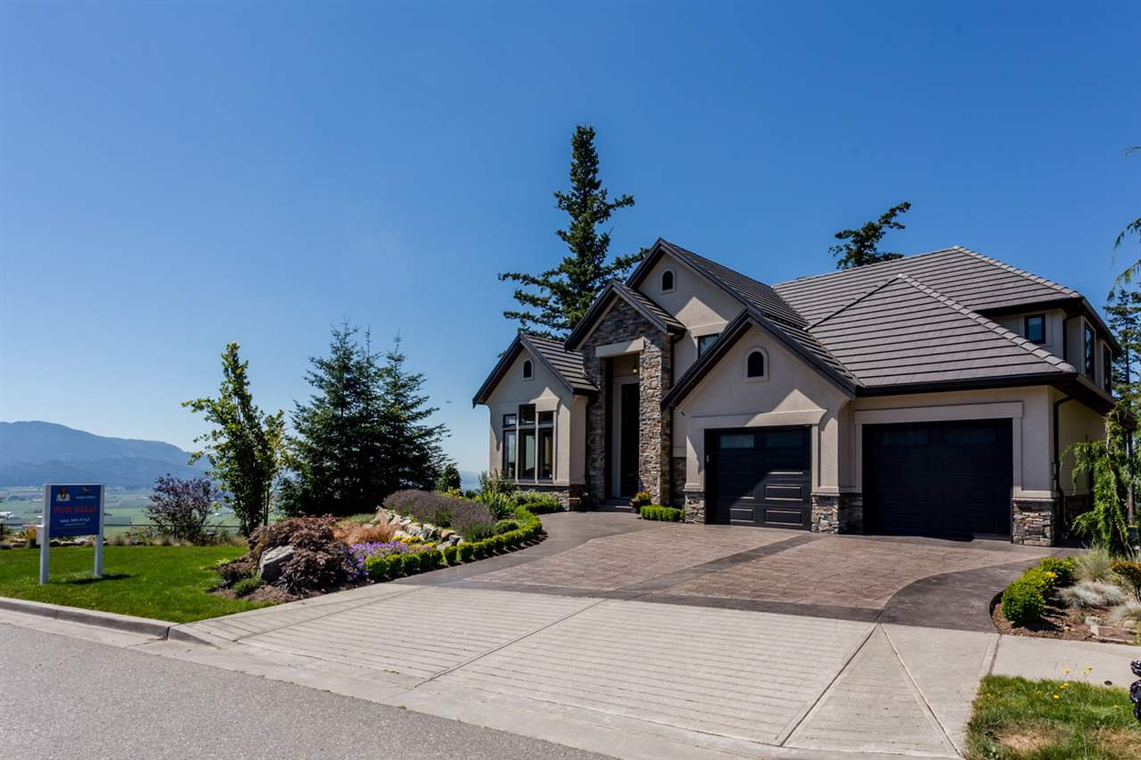 "Main Photo: 2445 EAGLE MOUNTAIN Drive in Abbotsford: Abbotsford East House for sale in ""Eagle Mountain"" : MLS®# R2425176"