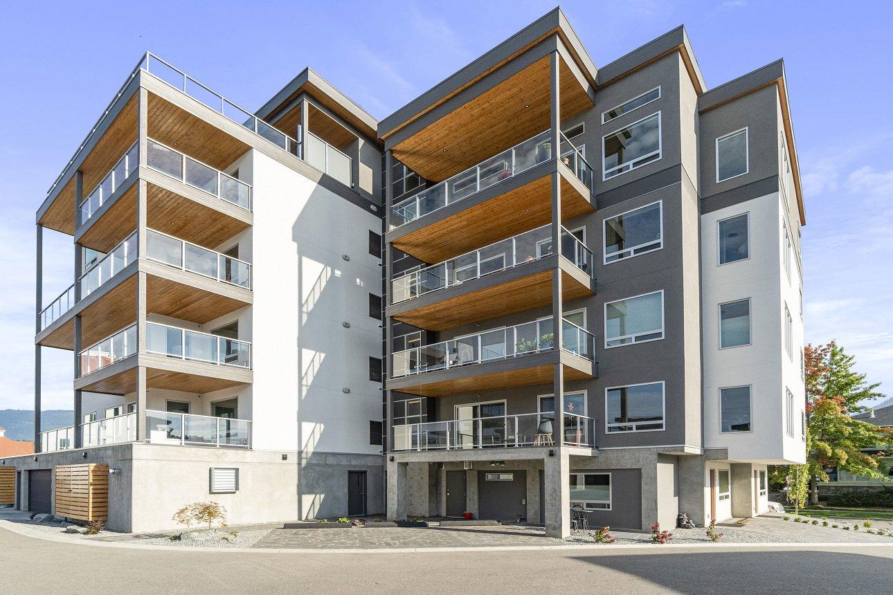 Main Photo: 202 131 NE Harbourfront Drive in Salmon Arm: HARBOURFRONT House for sale (NE SALMON ARM)  : MLS®# 10217132