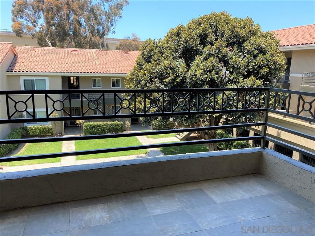 Main Photo: LA JOLLA Condo for sale : 2 bedrooms : 7405 Charmant #2324 in San Diego