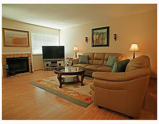 """Photo 3: Photos: 116 1210 FALCON Drive in Coquitlam: Upper Eagle Ridge Townhouse for sale in """"FERNLEAF PLACE"""" : MLS®# V702864"""