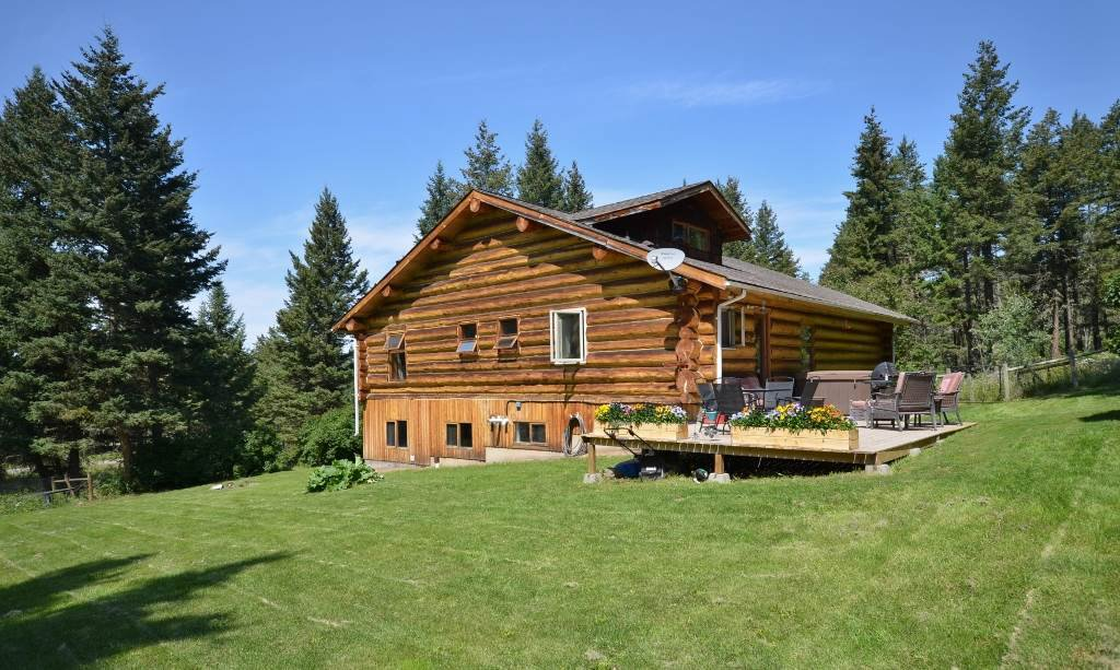 Main Photo: 3024 EXTON Way: 150 Mile House House for sale (Williams Lake (Zone 27))  : MLS®# R2391843